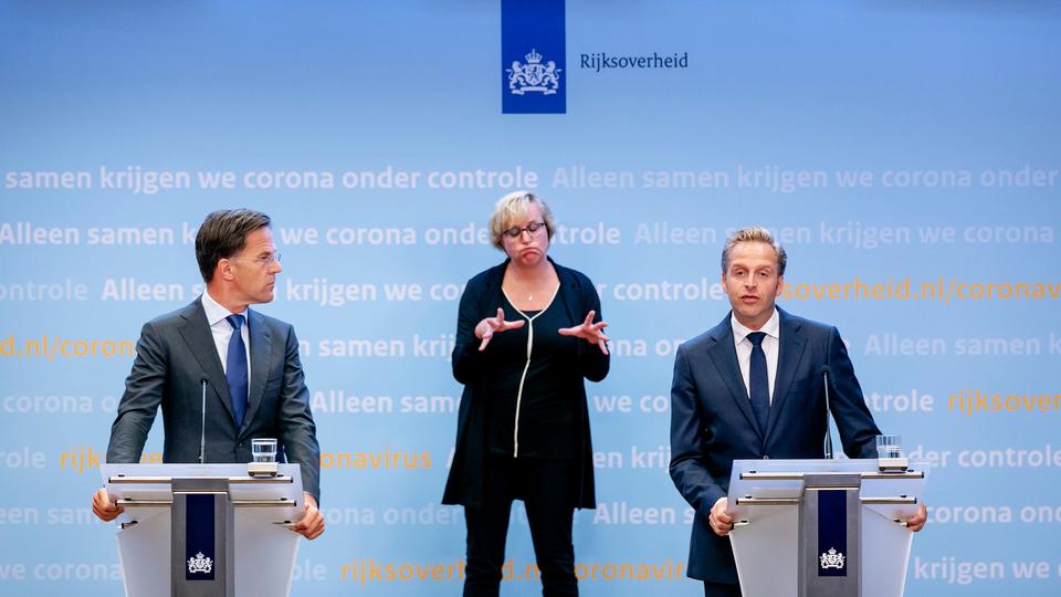 Wie Mark Rutte en Hugo de Jonge (persconferentie) nog serieus neemt is…