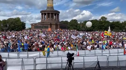 Met deze doorzichtige tactiek proberen de autoriteiten massa demo Berlijn te laten mislukken