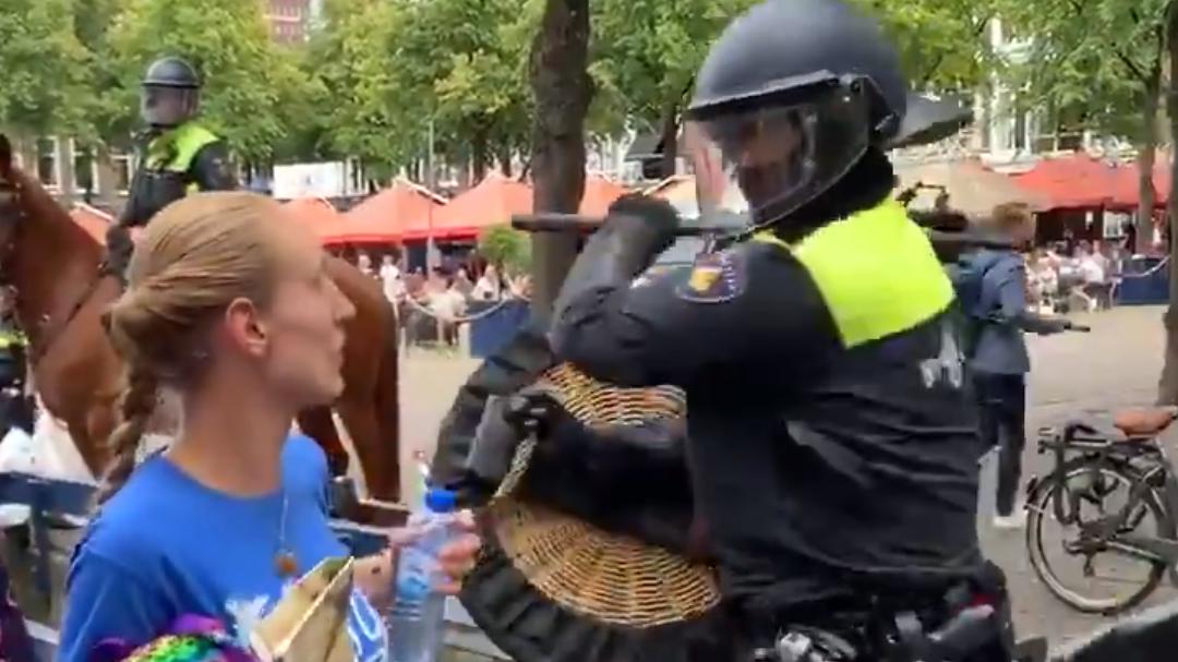 Psychopaten in Den Haag meppen er weer op los
