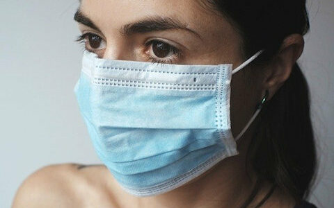 Top corona expert Zweedse overheid: Heel gevaarlijk te denken dat mondkapjes bescherming bieden