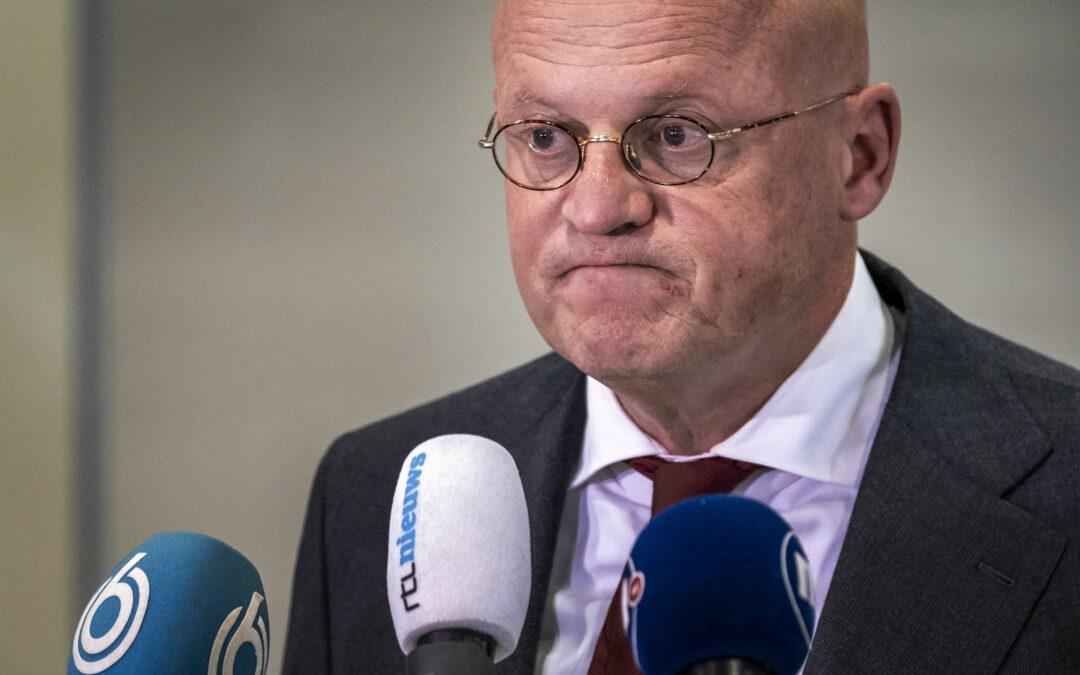 Het voorspelde Grapperhaus-aftreden: het voltallige kabinet, plus tweede kamer en koning moeten aftreden!