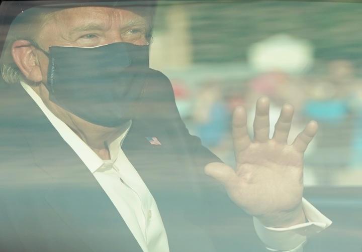 Donald Trump van besmetting, naar zuurstof, muizen-antilichamen tot rondritje fans: Fall Trump?