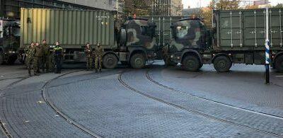 Den Haag dichtgezet met grote legervoertuigen: 'Het blijft een bizar gezicht' / Woede van boeren in Den Haag is zeer terecht! 'Grond wordt van ons afgepakt'