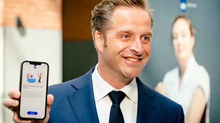 Decadent om het vaccin te weigeren of decadent om feitenvrije verhalen te gebruiken om uitsluitingsfascisme door te voeren? / BREAKING opnieuw een voorspelling van Martin Vrijland die uitkomt: ongevaccineerden tot mutatie/variantfabrieken bestempeld!